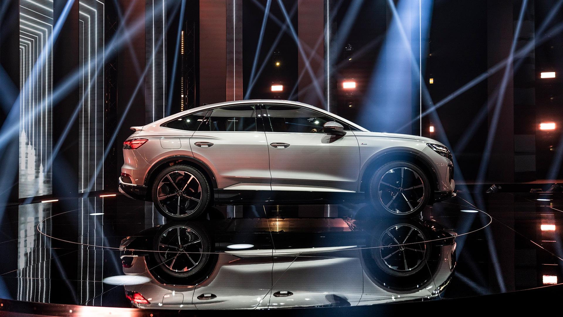 Audi Q4 Sportback e-tron je povsem električni SUV s štirimi zunanjimi vrati in dolžino 4,59 metra.