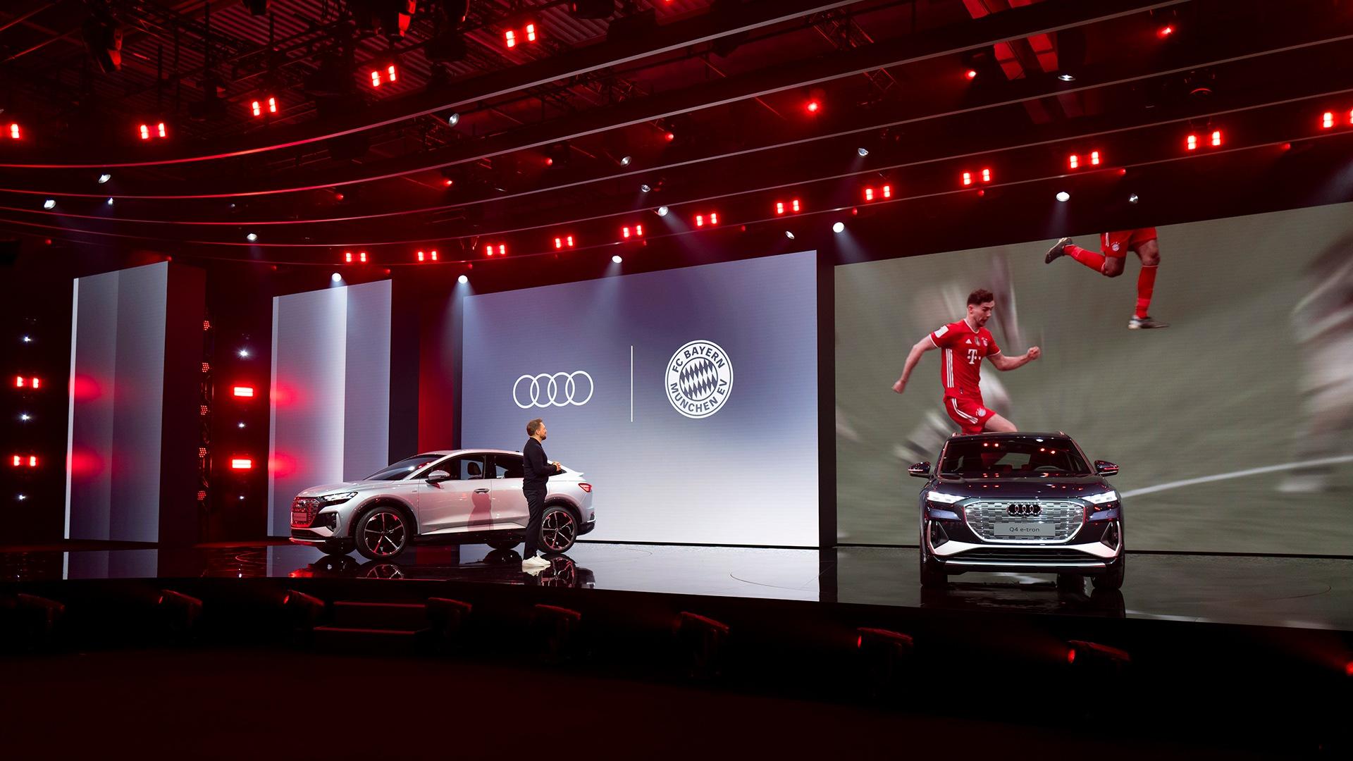 Vrhunec dogodka: nogometaši Leon Goretzka, Alphonso Davies in Lucas Hernandez iz ekipe Bayern Munich so govorili o digitalnih funkcijah Audija e-tron, med katerimi izstopa prikaz z obogateno resničnostjo.